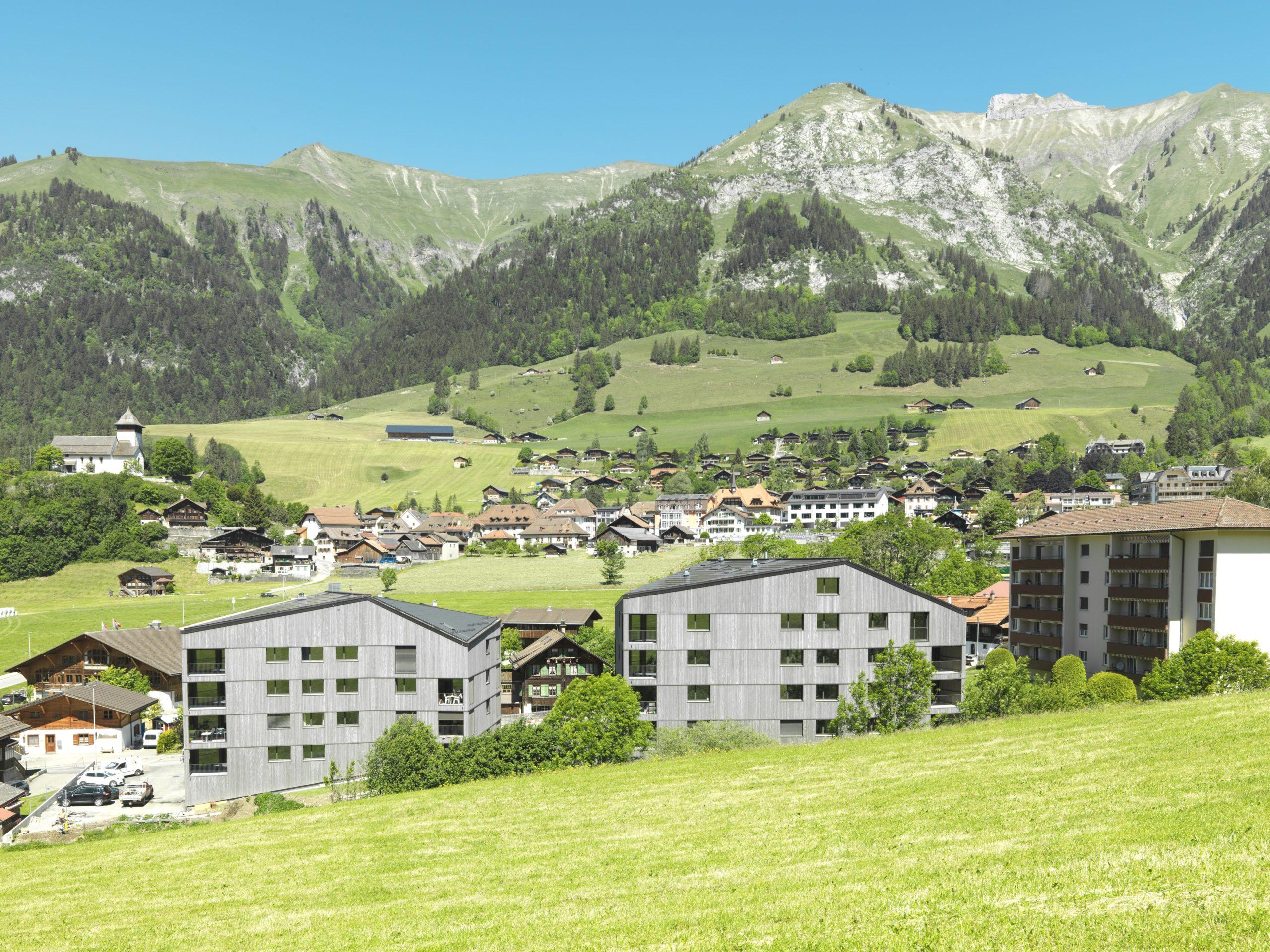 Château-d'Œx, Les Monnaires: les deux bâtiments totalisant 33 logements et un espace communautaire se sont achevés au début de l'été.